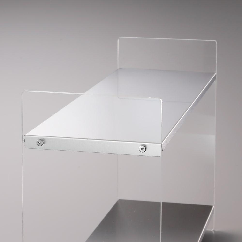美しく飾れるアクリルスパイスラック 3段 幅30cm 高さ41cm 棚板はツヤ消しのステンレス製。マットな質感です。