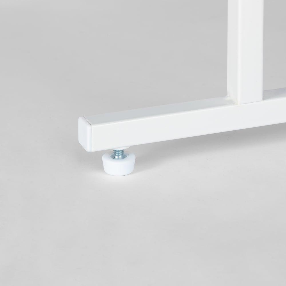 幅が伸縮するキッチン作業台ラック 奥行55cm 幅30cm~50cm 脚部はぐらつき防止のアジャスター付き。