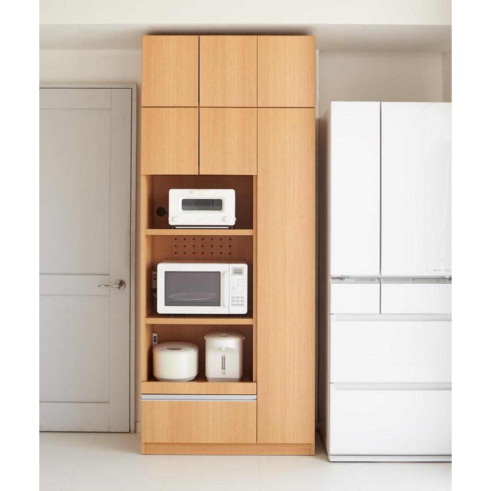 家電も食器もたっぷり収納!天井ぴったりキッチンシリーズ マルチボード 幅90cm奥行50cm キッチンの生活感を美しい扉で隠して、すっきりとした空間に。(イ)ナチュラル ※天井高さ220cm ※写真はマルチボード幅90cm+上置き幅90cmです。
