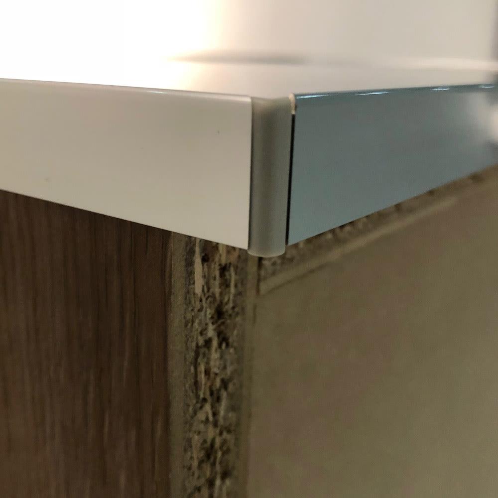 ステンレス天板 コンパクトカウンター 幅60奥行48.5cm 本体裏の天板は、背板よりも少し出っ張っているので、天板の上に家電を置いてもコードを通すことができます。