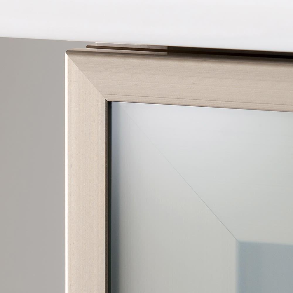 大型引き戸ハイカウンター 幅120cm 扉の枠にはアルミ材を使用し、より上質な印象に。