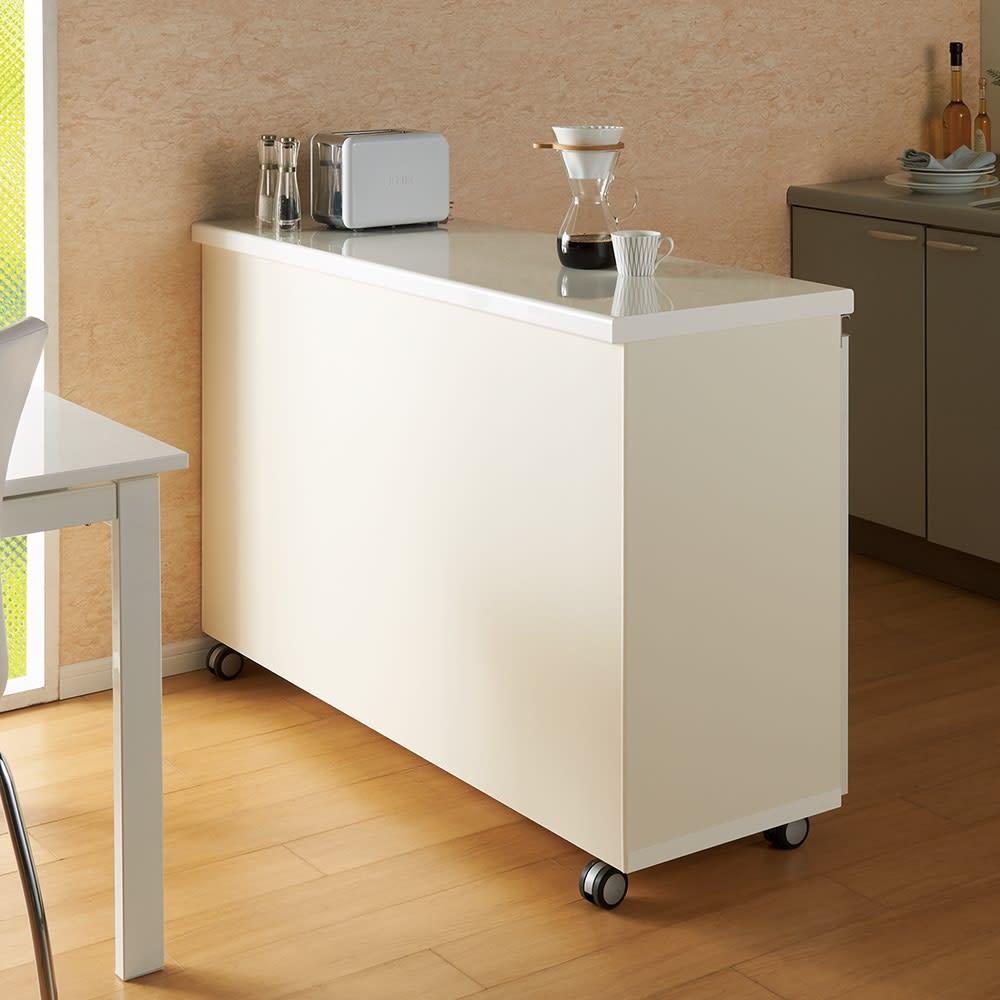 移動ラクラク 間仕切りハイグロストップカウンター 幅90cm (ア)ホワイト 空間を仕切る際にうれしい背面化粧仕上げ。 ※写真は幅140cmタイプです。
