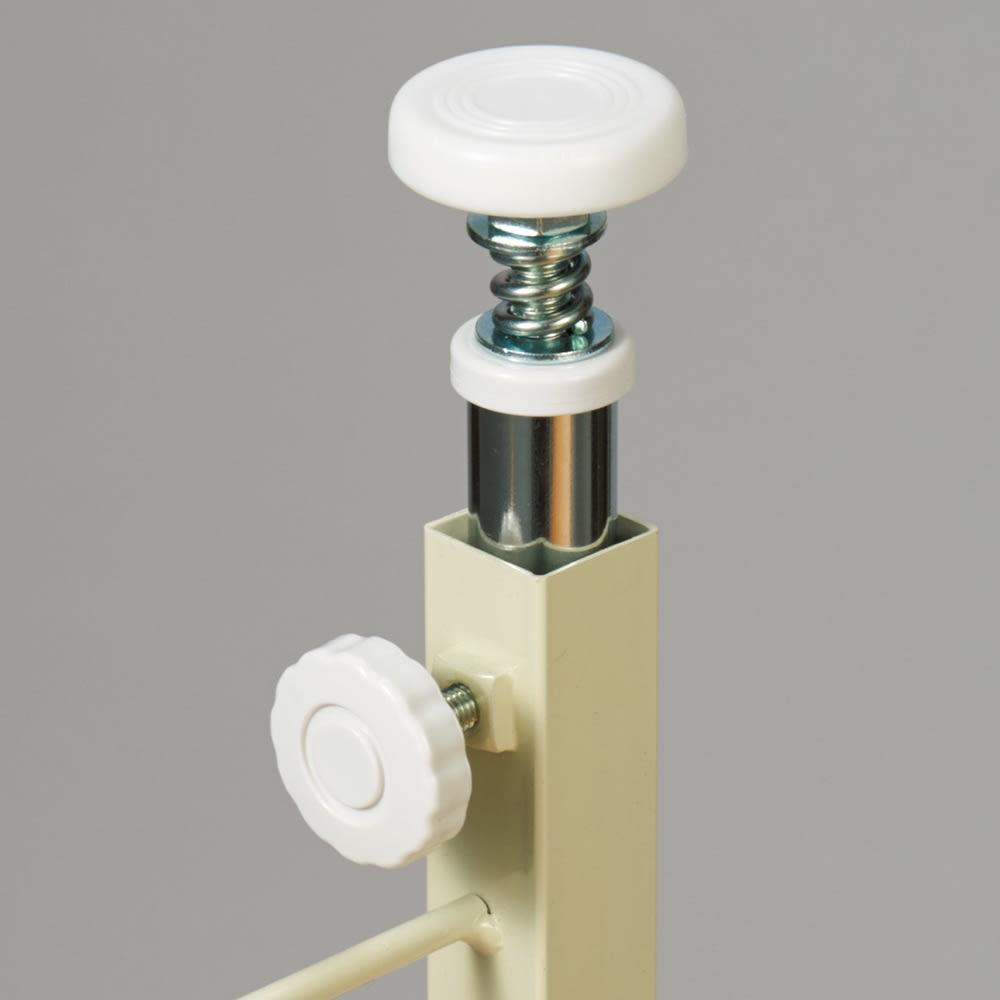 カウンター下スチールラック 幅45奥行20cm カウンター天板に突っ張って安定して設置できます。