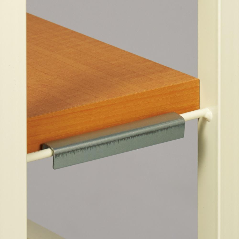 カウンター下スチールラック 幅90奥行20cm 棚板の高さ調節はフレームに引っ掛けるだけ。