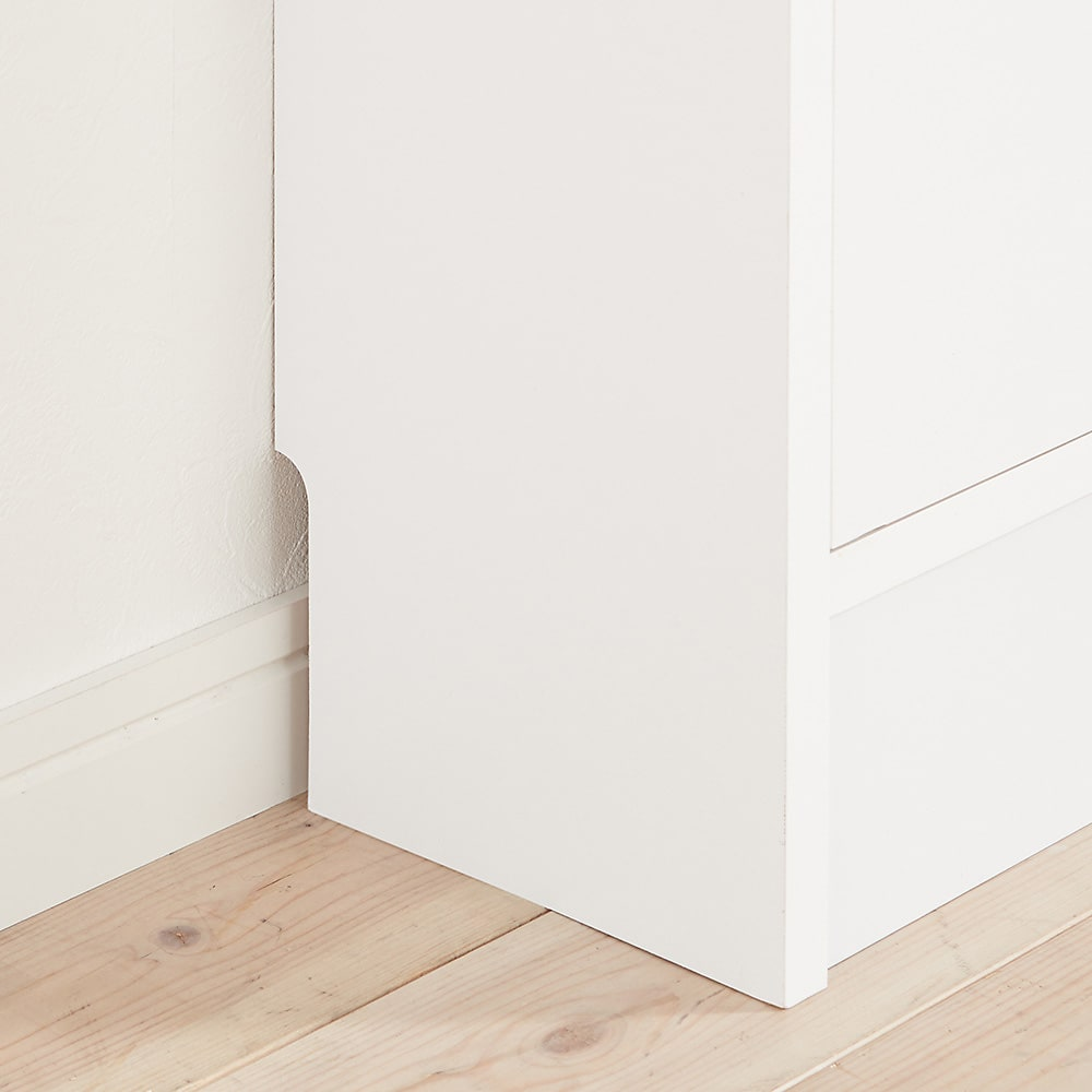 奥行19cmフラップ扉薄型収納庫 チェスト・幅44cm高さ73cm 幅木カット(9×1cm)付き。