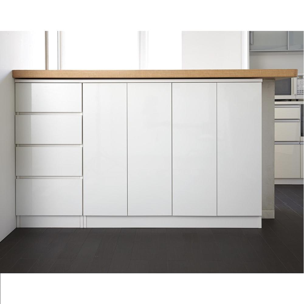 配線すっきりカウンター下収納庫 3枚扉 《幅90cm・奥行25cm・高さ77~103cm/高さ1cm単位オーダー》 (ア)ホワイト  扉を閉めればすっきりとした印象の収納庫に。どんなインテリアにもマッチするシンプルに徹したデザインも魅力。
