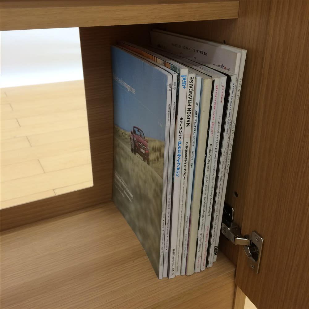 配線すっきりカウンター下収納庫 4枚扉 《幅120cm・奥行25cm・高さ77~103cm/高さ1cm単位オーダー》 雑誌などがぎりぎり入る奥行で、書棚としても活用できます。背面の大きな穴はコンセント活用に便利。