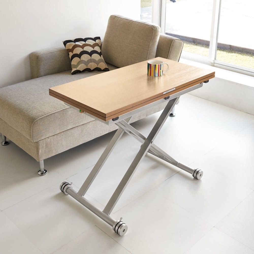 伸長式ガス圧昇降テーブル 幅120(天板110)cm 使用イメージ(イ)ライトナチュラル ※写真は幅100cmタイプです。