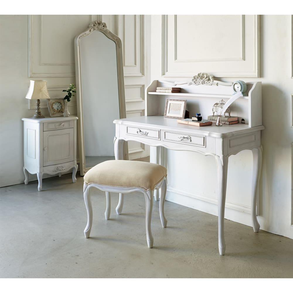 シャビーシック ホワイト フレンチ収納家具シリーズ サイドチェスト 華やかな佇まいでインテリアのアクセントにもおすすめ。