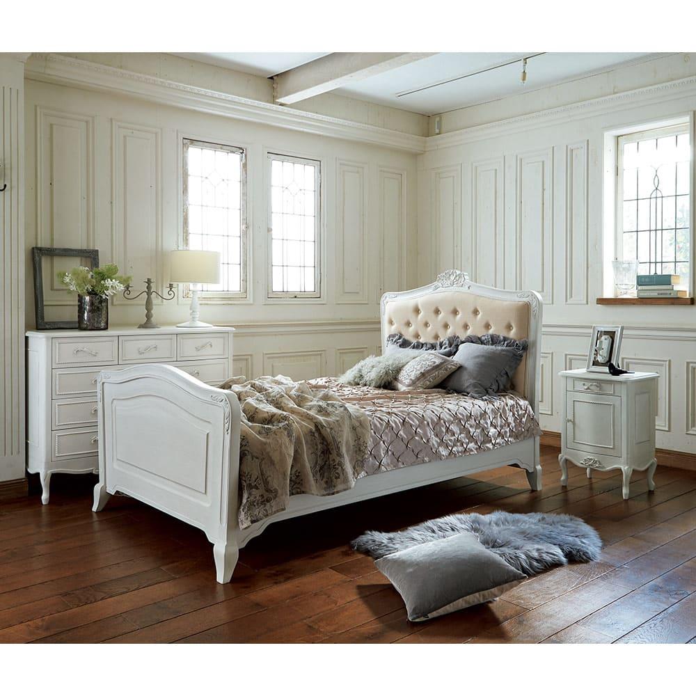 シャビーシック ホワイト フレンチ収納家具シリーズ サイドチェスト ベットサイドのナイトテーブルにぴったりの大きさです。