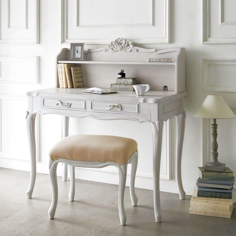 シャビーシック ホワイト フレンチ収納家具シリーズ スツール シリーズ品のデスク・ドレッサーと合わせてのご使用もオススメ。