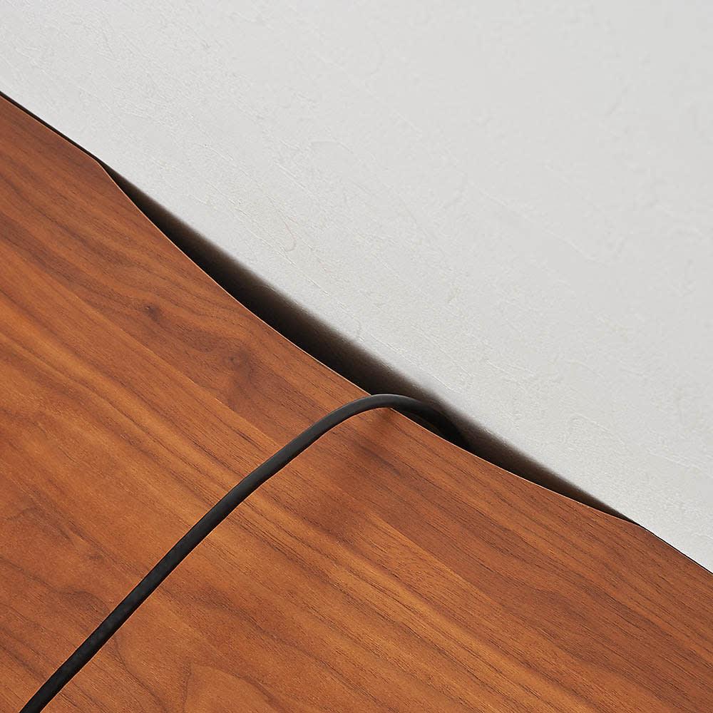 天然木無垢材のテレビ台シリーズ ウォルナット天然木 テレビ台・幅180cm テレビ台の後方にコードを通す欠き込みがあり、壁にぴったり付けられます。