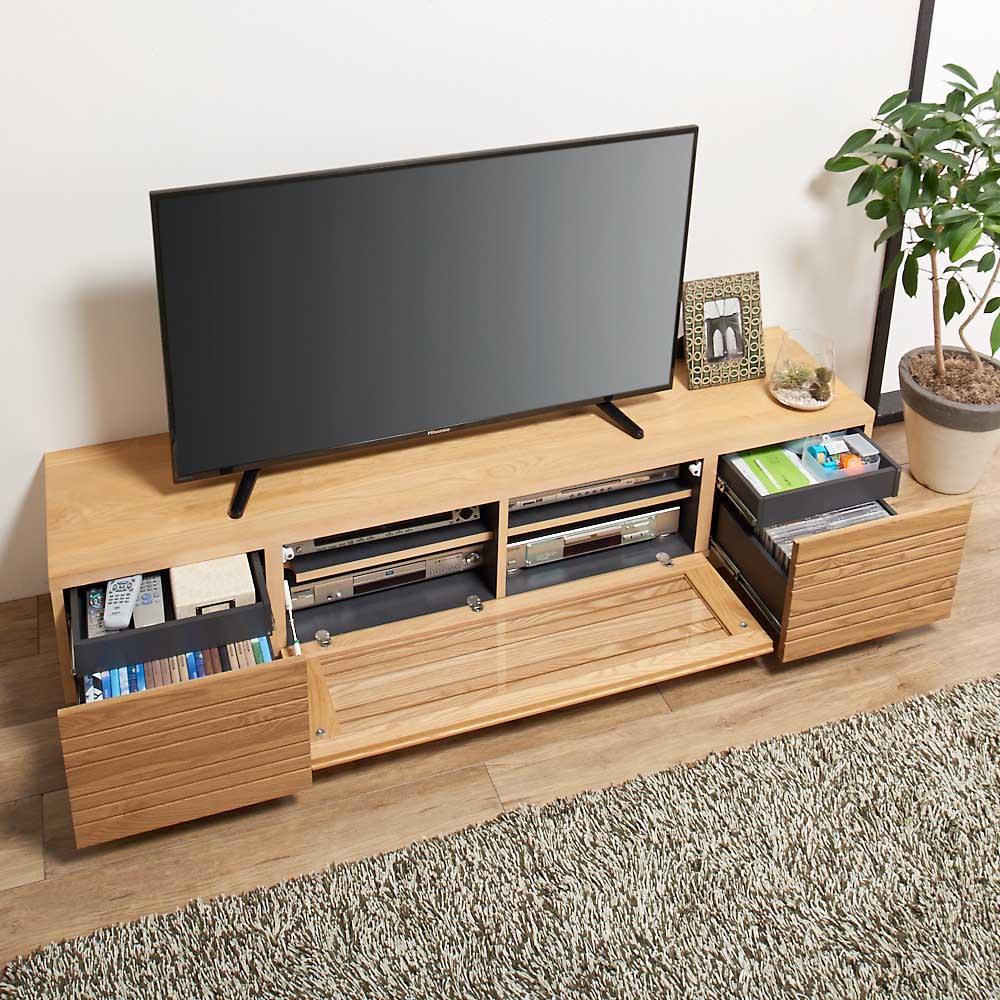 天然木無垢材のテレビ台シリーズ ウォルナット天然木 テレビ台・幅180cm 収納もたっぷり。収納部は、中央はデッキ収納部、左右は引き出し4杯(深引出2杯+浅引出2杯)※写真はアッシュ天然木です。
