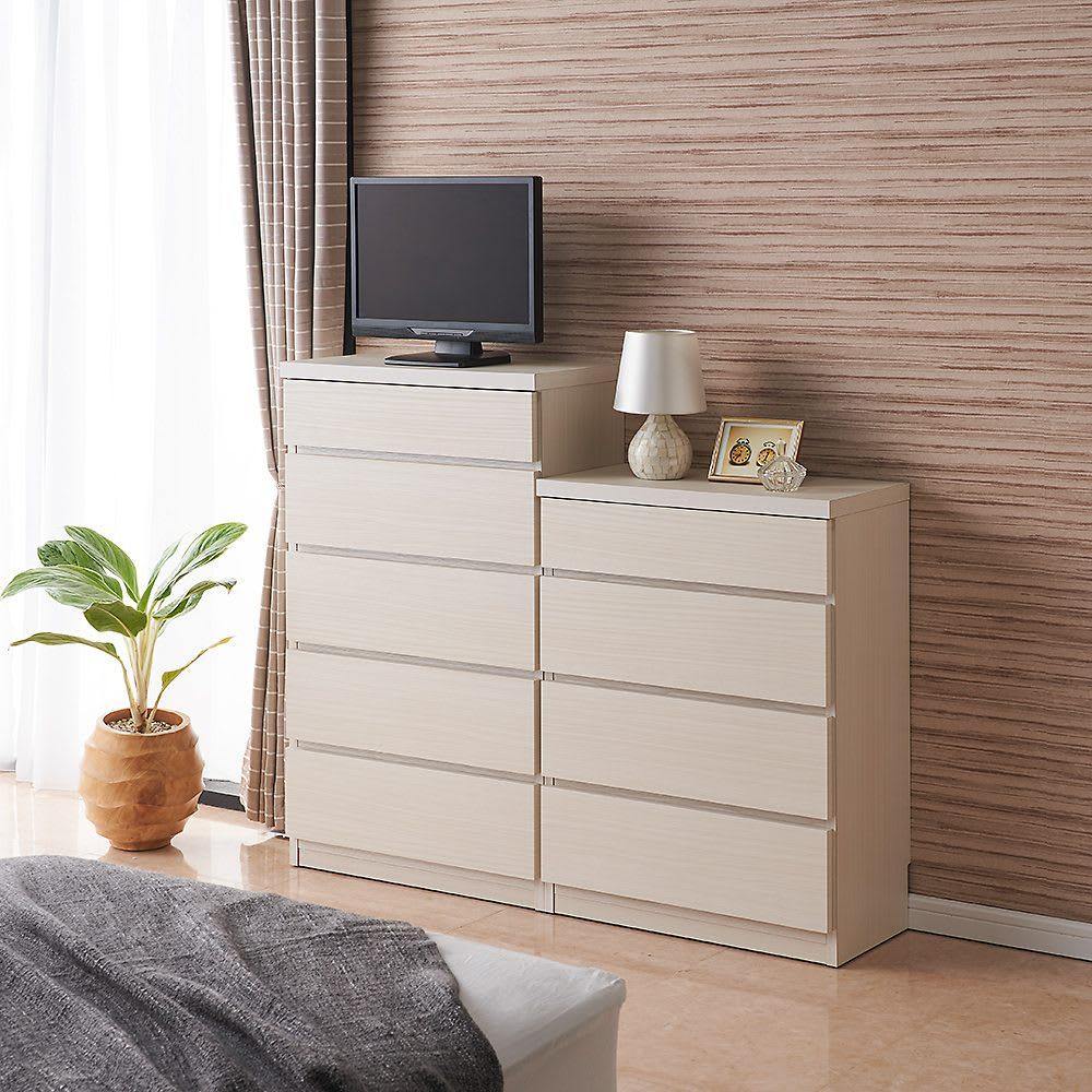 ベッドから見やすいテレビボードシリーズ 薄型サイドチェスト 5段・高さ97cm コーディネート例(イ)ホワイト木目