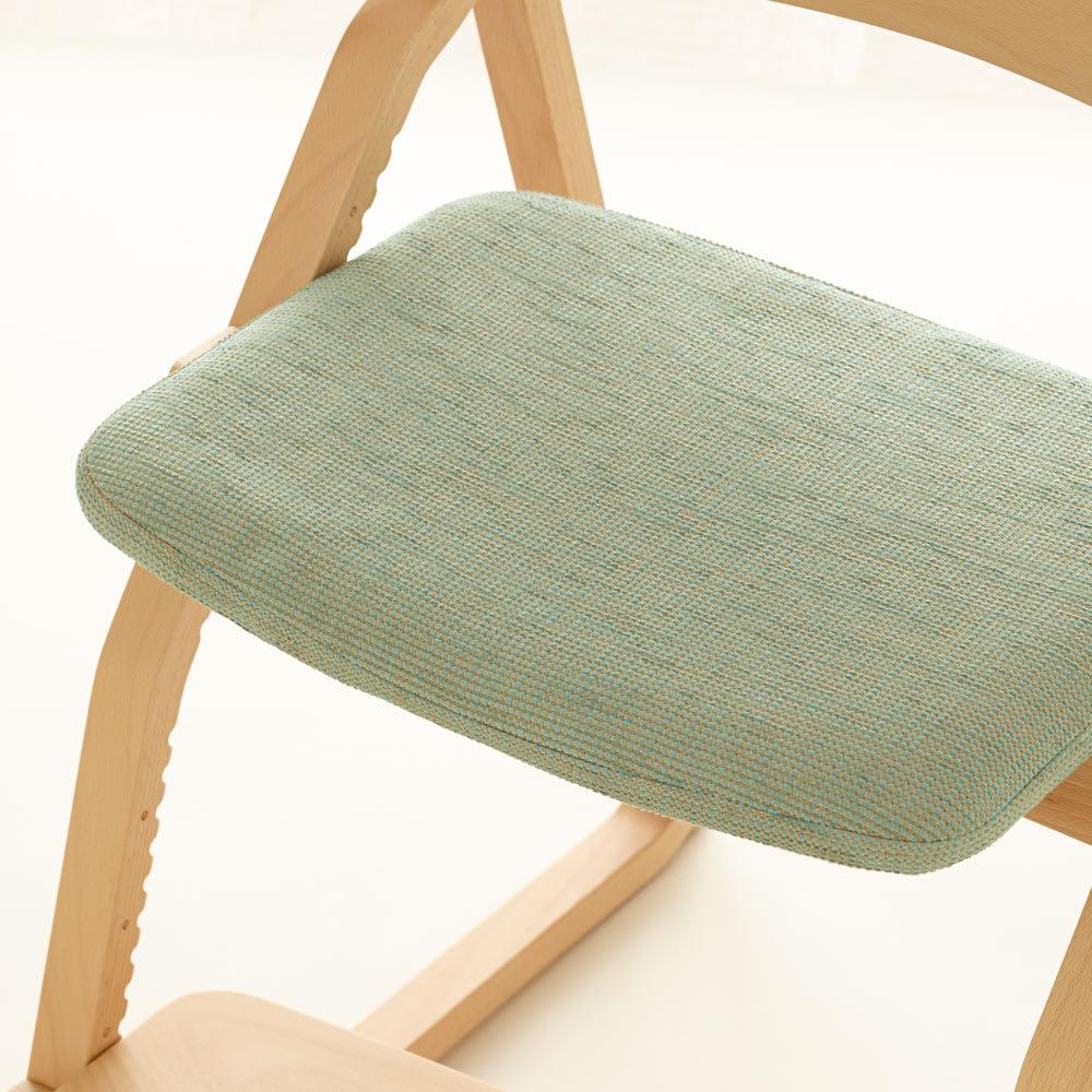 姿勢良く勉強できるチェア アップライト(UPRIGHT) ブルーグリーン座面アップ  織りが入っているので、見る角度によって色味が異なるおしゃれ感。