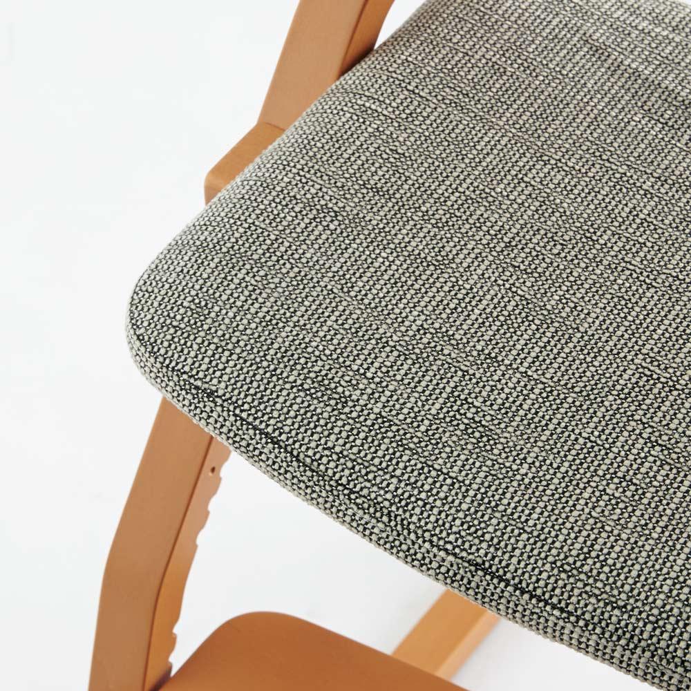 姿勢良く勉強できるチェア アップライト(UPRIGHT) グレー座面アップ スペイン製の生地をディノスがセレクト。