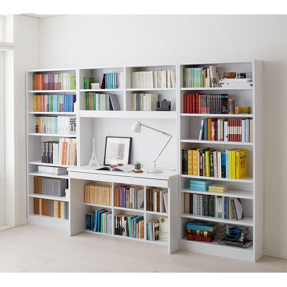 本好きの為のデスクシリーズ デスク本体 幅120cm 使用イメージ(ア)ホワイト ※写真は左からシェルフ幅75、デスク幅120、シェルフ幅75です。こちらはデスクのみのお届けです。