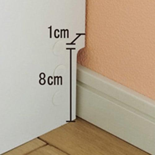 コミックが大量収納できる高さサイズオーダー対応頑丈突っ張り壁面収納本棚 奥行17.5cmタイプ 幅25~50本体高さ207~259cm(対応天井高さ208~260cm) 幅木よけカットで壁にぴったり設置可能。コードも通せます。