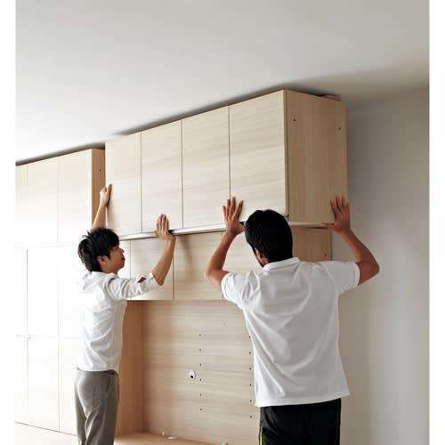 工夫満載!壁面書棚(本棚)リフォームユニット 幅80奥行44高さ180cm ご注文時に有料にてお申し込みいただければ、お届け先のご指定の場所で本体と上置きの連結や天井の突っ張りなどの設置をいたします。