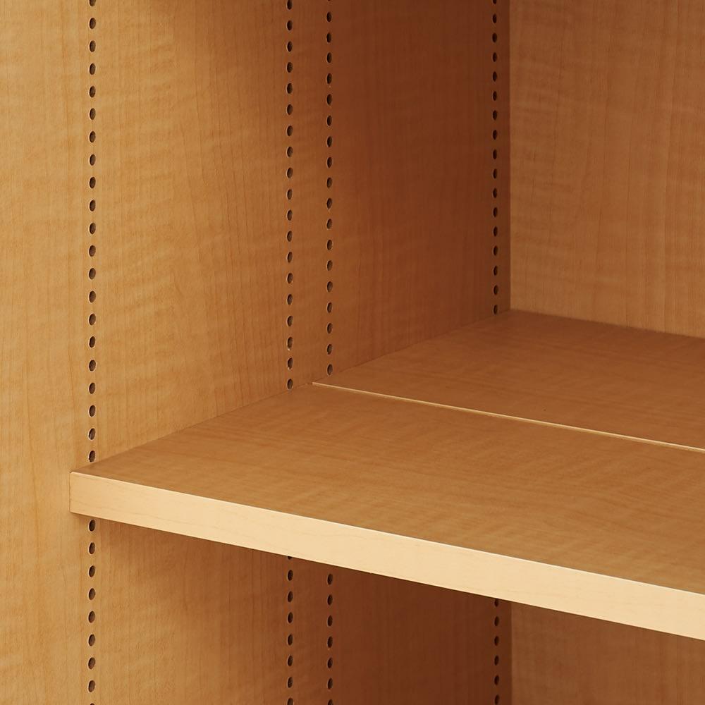 掃除機もしまえる引き戸本棚 ハイタイプ(幅74高さ180cm) 可動棚板は1cm間隔で細やかに高さ調節できます。収納物に合わせて無駄なスペースなく効率的に収納できます。