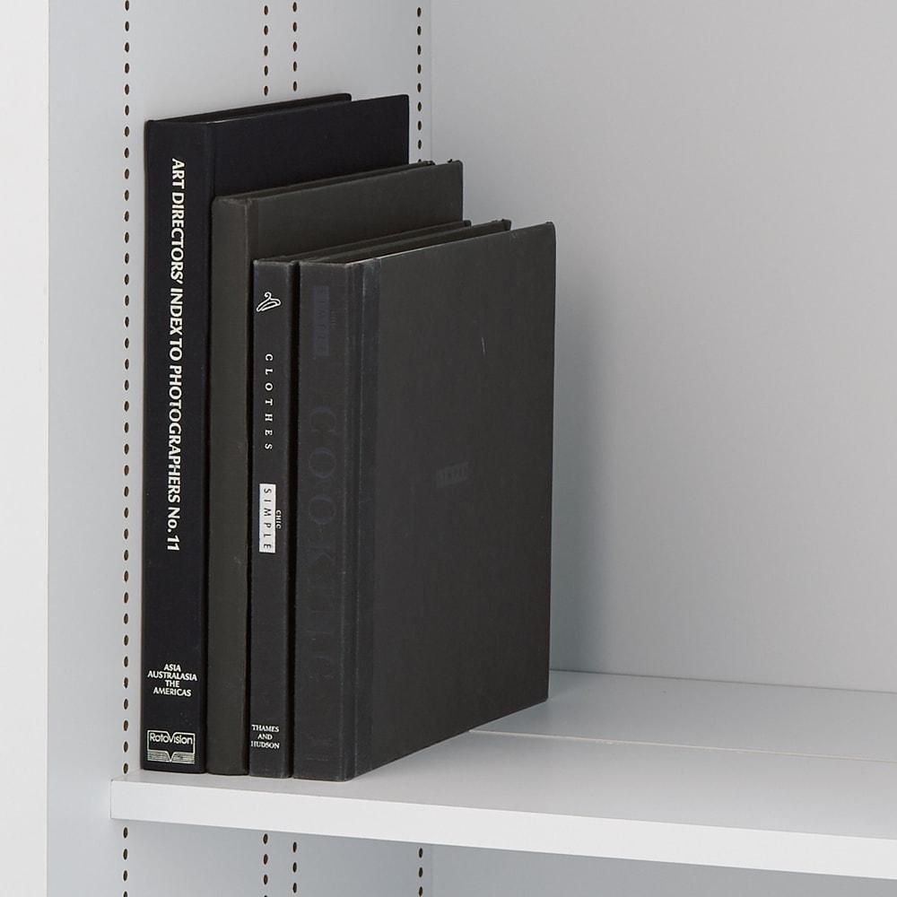 掃除機もしまえる引き戸本棚 ハイタイプ(幅90高さ180cm) 棚板を一列に揃えれば雑誌も収納可能。棚板を前後揃えた奥行は35cm