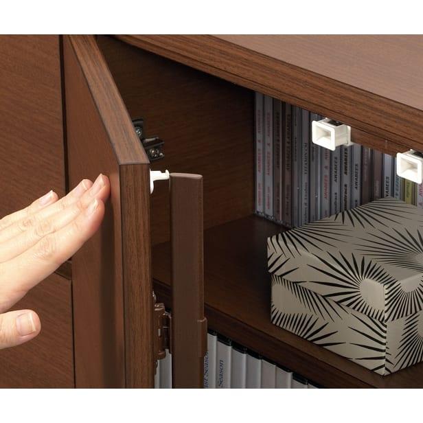 1cmピッチ薄型窓下収納庫 【幅58奥行17.5cm】 スマートなプッシュ式扉は防塵フラップ付き。