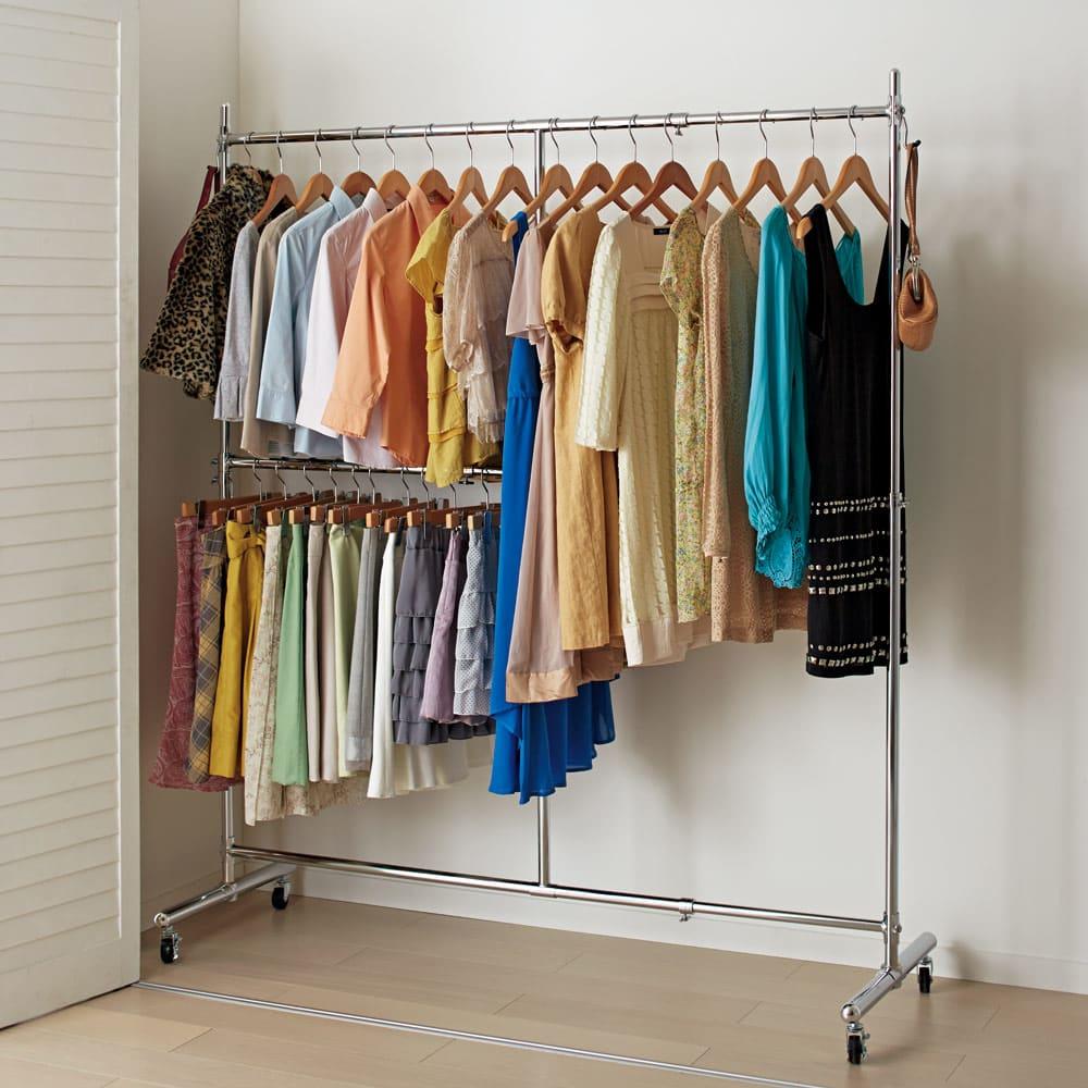 幅と高さが変えられるプロ仕様頑丈ハンガー 上下2段掛け付き シングルタイプ・幅92~122cm 大人気の頑丈ハンガーラックの上下2段タイプです。ジャケットやスカートなどの衣類を分けて大量収納することができます。 (※写真はシングル・幅122~152cmタイプです)