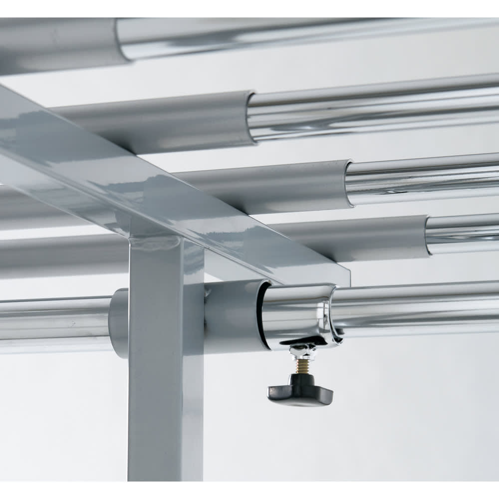 ウォークイン突っ張りハンガー 幅111~200cm・ロータイプ(高さ185~245)・上下カーテン付き スチール製の丈夫な中間リングがしっかり荷重を支えます。