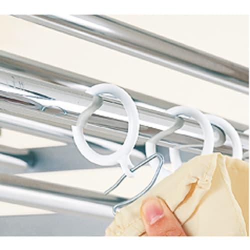 ウォークイン突っ張りハンガー 幅111~200cm・ハイタイプ(高さ218~280)・上下カーテン付き 市販のカーテンも簡単に取り付けられますアイデア次第でお気に入りのカーテンに取り替え自在。