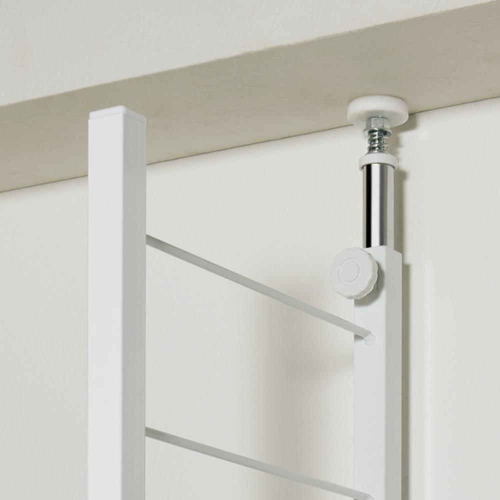 突っ張り式カスタムオープン ワードローブ ハンガー1段&棚3枚 幅91cm 安定感がある突っ張り式でしっかり支えます。