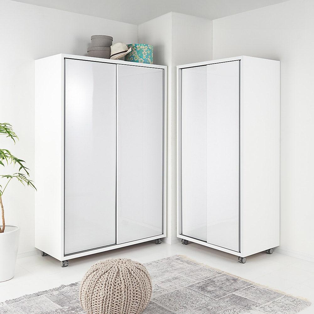 移動らくらく&大量収納光沢引き戸クローゼット 幅120cm L字型のクローゼット配置はお部屋をより広く効率的につかうことができます。※商品は左:幅120cm、右:幅90cmです。お届けは幅120cmになります。