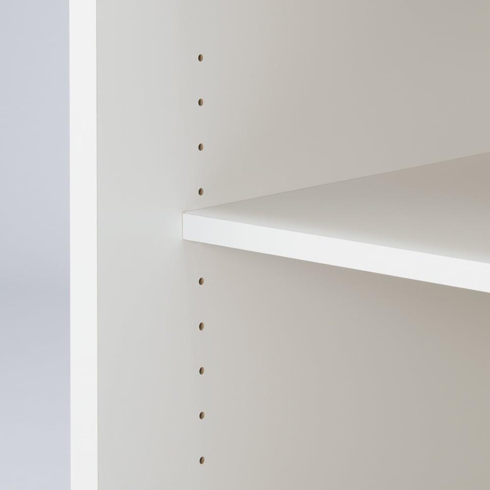 移動らくらく&大量収納光沢引き戸クローゼット 幅120cm 下段の可動棚板は3cm間隔で調節ができるので収納物の高さにあわせて効率よく収納ができます。