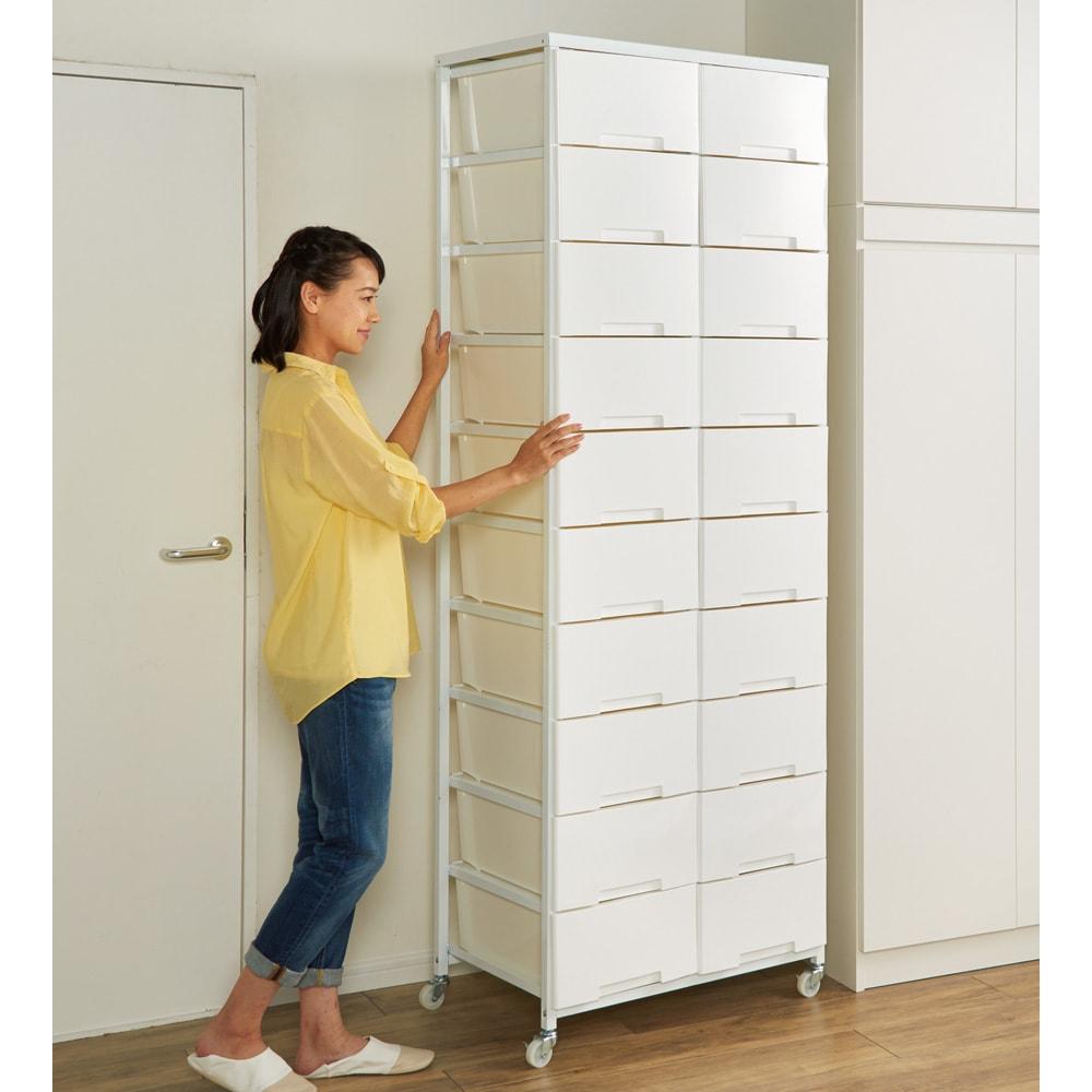 家族の衣類を一括収納 大量収納タワーチェスト 3列・9段タイプ キャスターで移動簡単、お掃除もしやすい。
