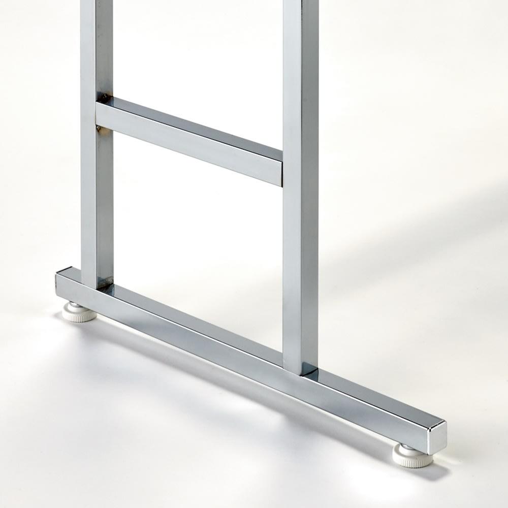 正面向きにも掛けられる薄型ディスプレイハンガー ロータイプ(ハンガー棚2枚) 幅90高さ161cm 本体25cm、支える脚部は41cmと薄型設計です。