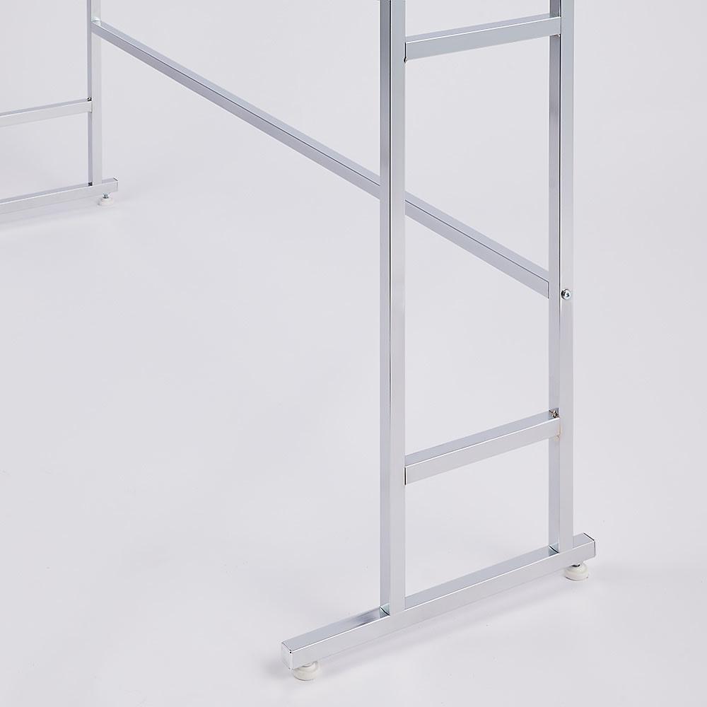 正面向きにも掛けられる薄型ディスプレイハンガー ハイタイプ(ハンガー棚3枚) 幅90高さ196cm 背面は補強バーがあり、かっちり頑丈仕様!