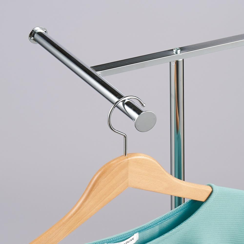 手軽で便利なショップスリムハンガー シングルタイプ 丸型の先端が洋服のずれ落ちを防止。