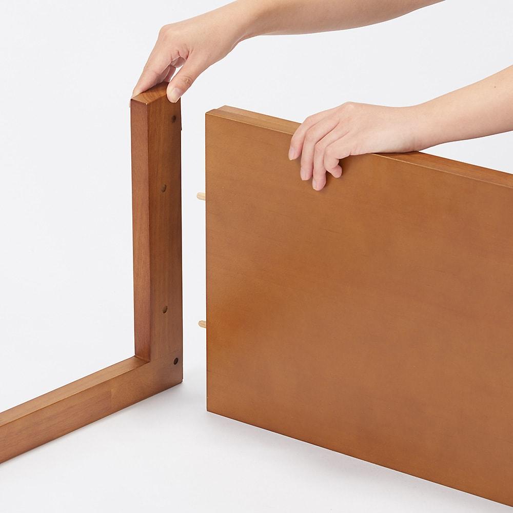 場所を選ばない天然木L型ハンガー 幅60cm Step1:両方の支柱と棚板をつなぎます。