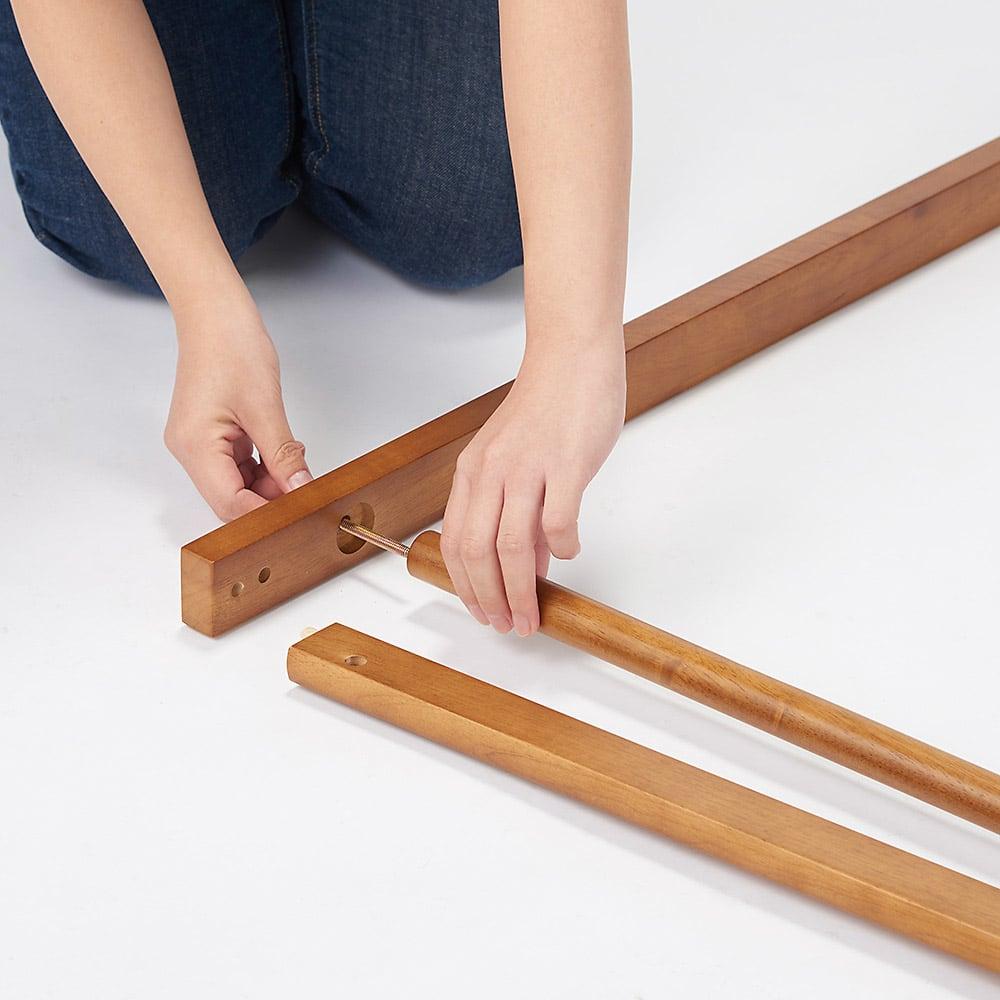 場所を選ばない天然木L型ハンガー 幅60cm Step2:ハンガーバーを支柱とつなぎます。