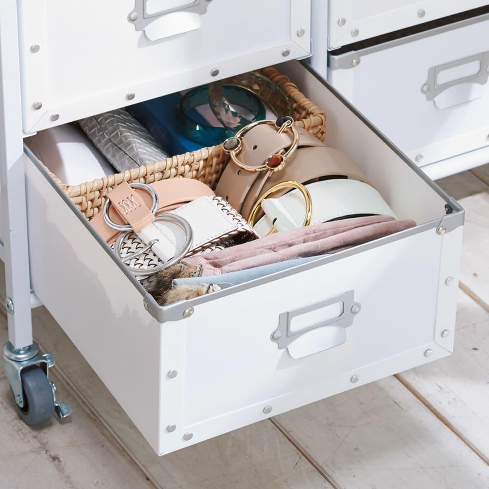 引き出し付き シンプルモダンハンガーラック 幅64cm 【樹脂製引き出しは雑貨をたっぷり収納】引き出しは軽くて扱いやすい樹脂製。お手入れも簡単です。
