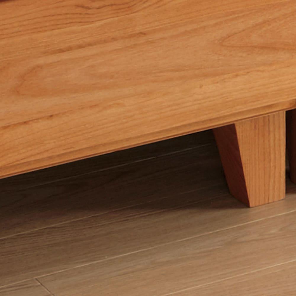 ウォルナット天然木ギャラリー収納シリーズ 幅120cmボード 高床式脚部で通気性もよく掃除が楽。