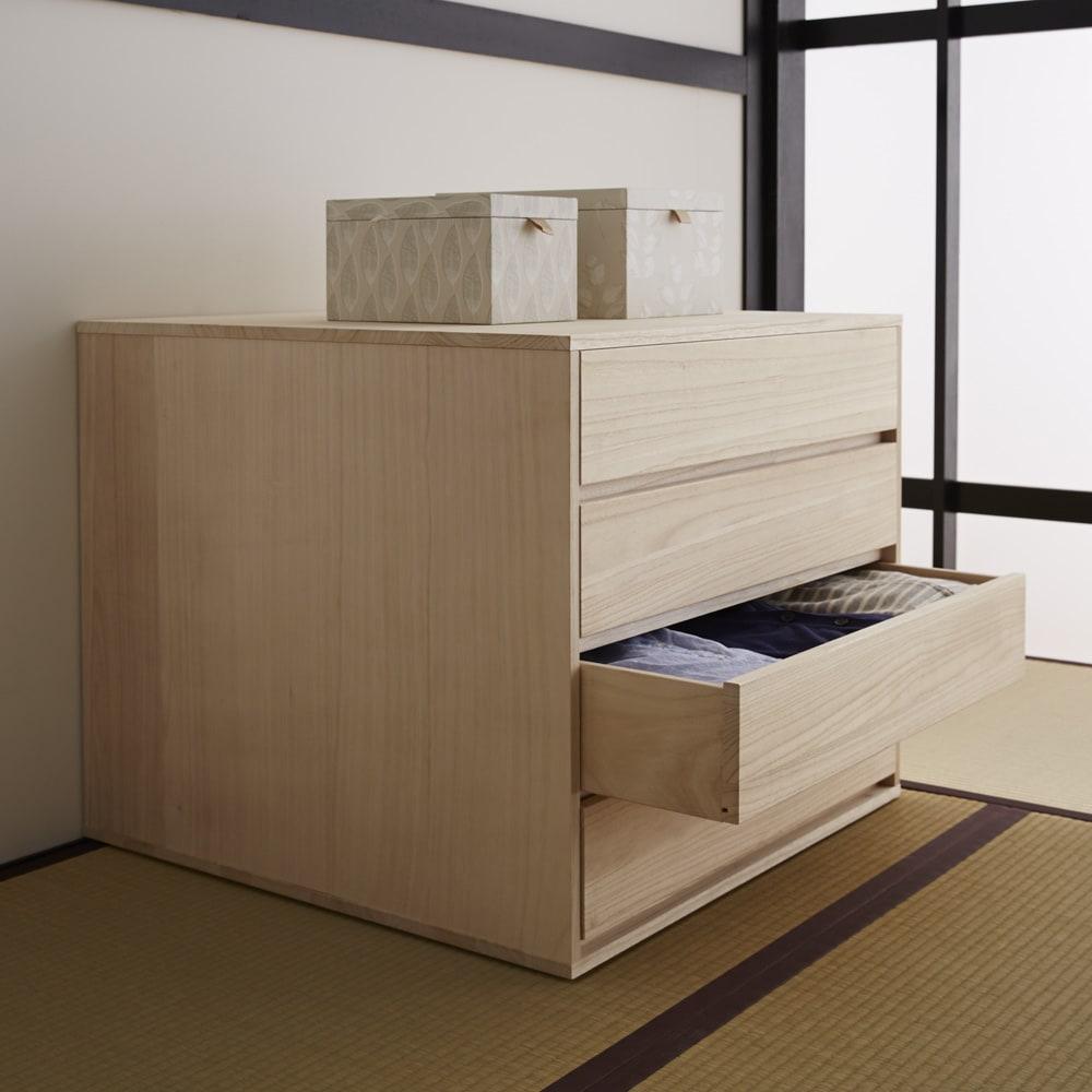 【日本製】キャスター付き総桐押し入れタンス 4段 幅75奥行75cm 和室設置例、収納力タップリ