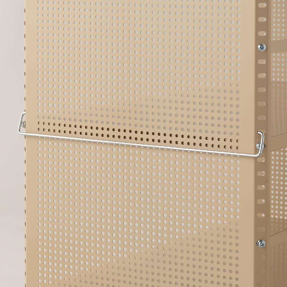 組み立て簡単 頑丈パンチングワゴン パンチングメッシュタイプ 幅43.5奥行55.5高さ64.5cm お好みの位置にハンドルを設置できます。引き出す際に便利です。
