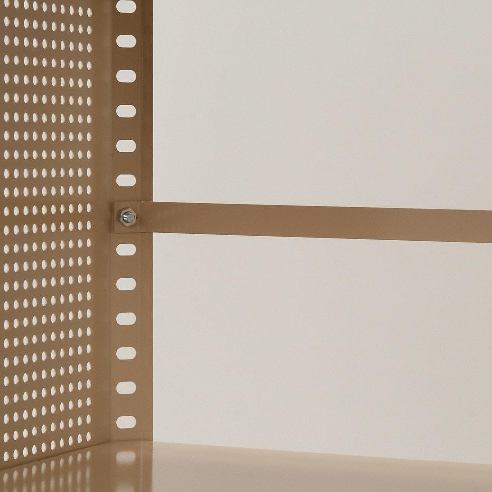 組み立て簡単 頑丈パンチングワゴン パンチングメッシュタイプ 幅43.5奥行75.5高さ64.5cm こぼれ止めバーを付属。収納物が落ちないように設置できます。