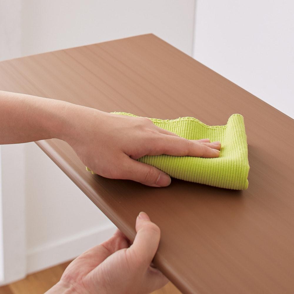 天然木調シューズボックス ロー 幅99高さ108cm 可動棚板は樹脂製なので、汚れても水洗いができてお手入れも簡単。
