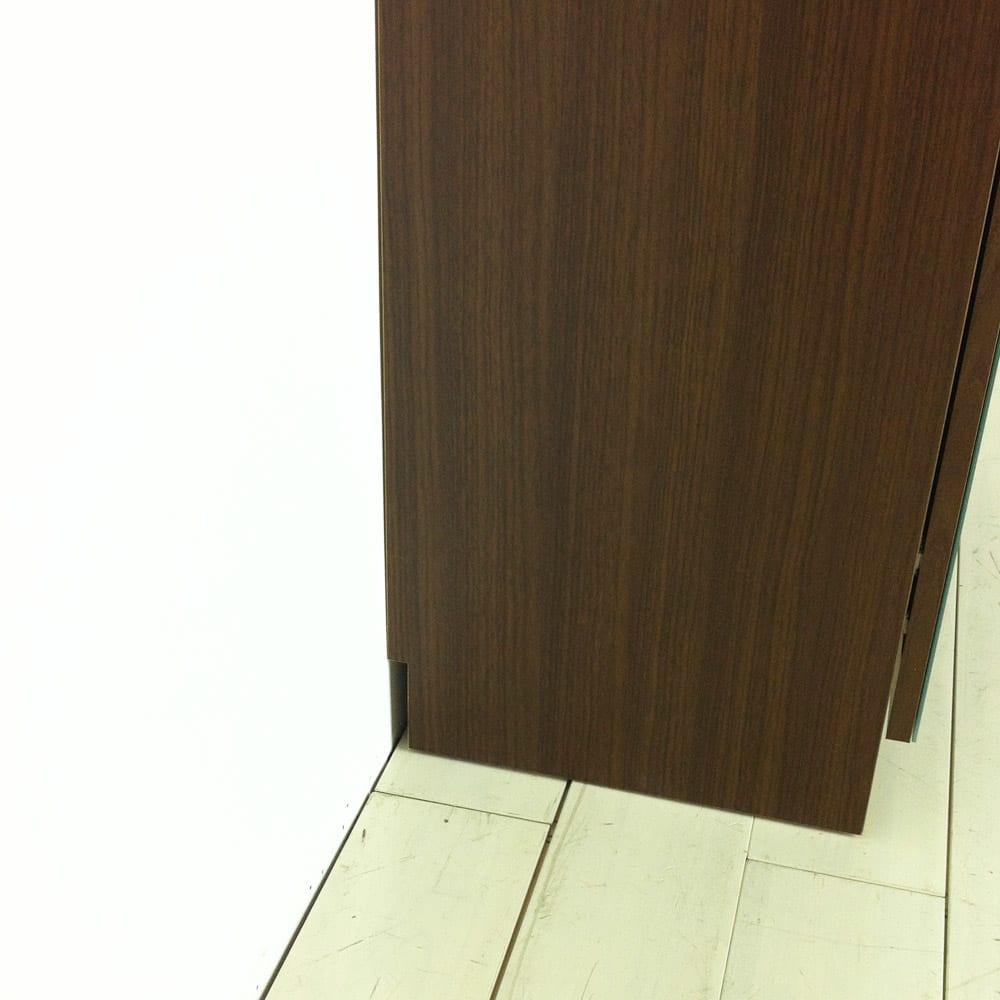 美しく飾れるシューズクローゼット 照明ライト付き下駄箱 幅80cm高さ180cm 本体は幅木カット付き(幅1.5×高さ7.5cm)なので壁にぴったり付けられます。