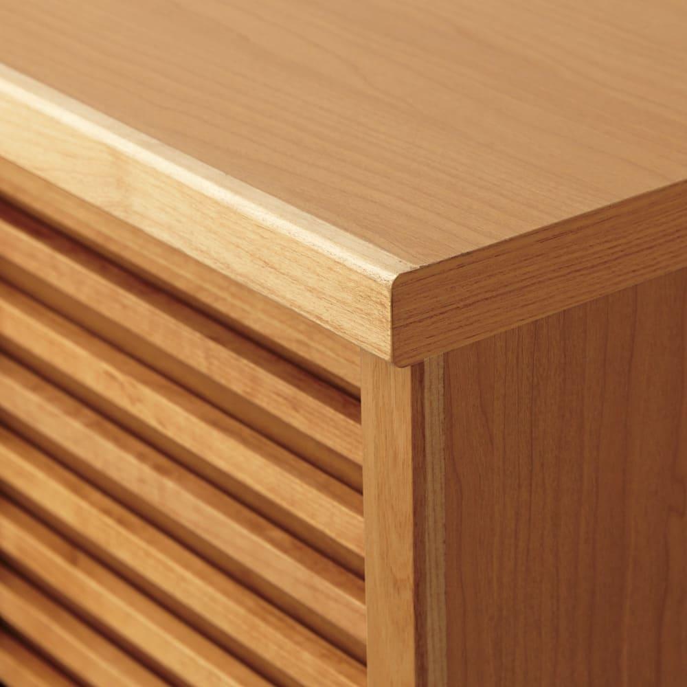 アルダー格子引き戸シューズボックス 幅81cm アルダー無垢材の格子扉。格子の下も板で覆われており、ほこりなどが入りません。