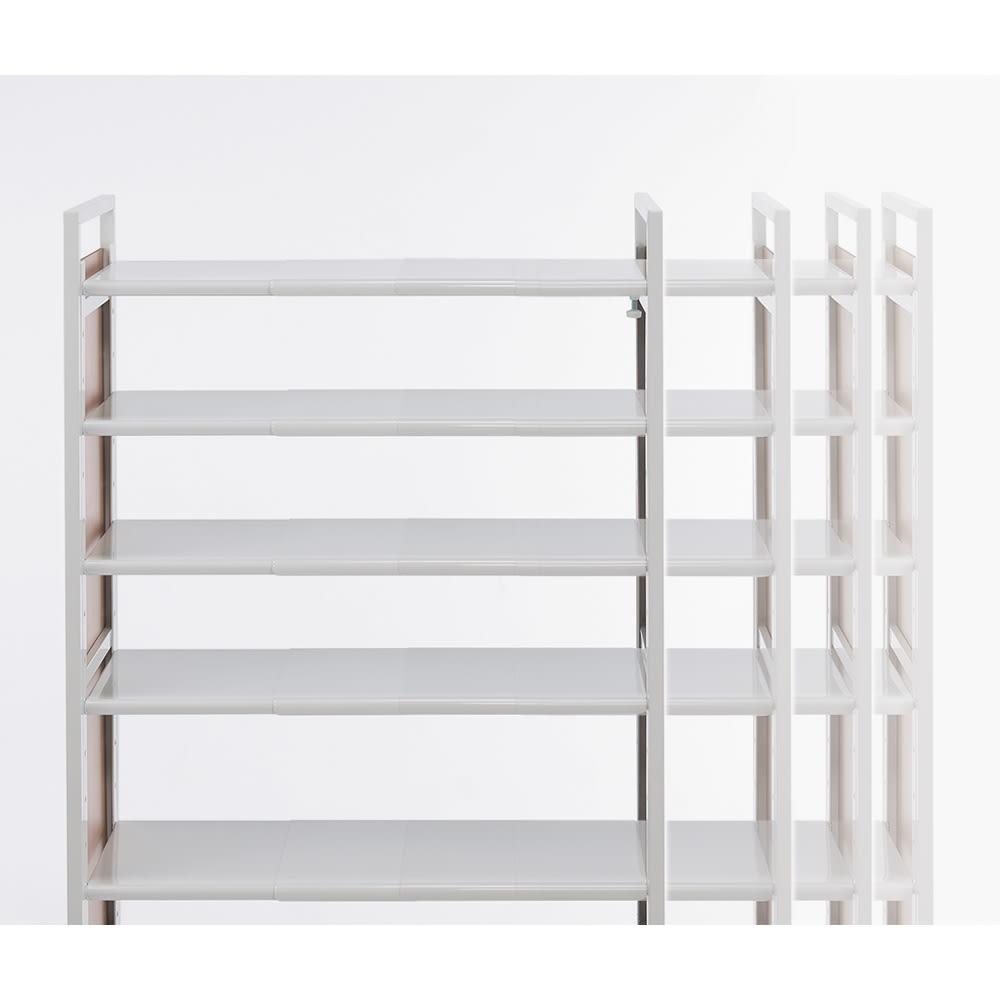 空間に美しく調和する伸縮自在木目調シューズラック 突っ張り式11段 幅も高さも伸縮自在。幅と高さが無段階に調節できるので、置きたいスペースにぴったり設置できます。
