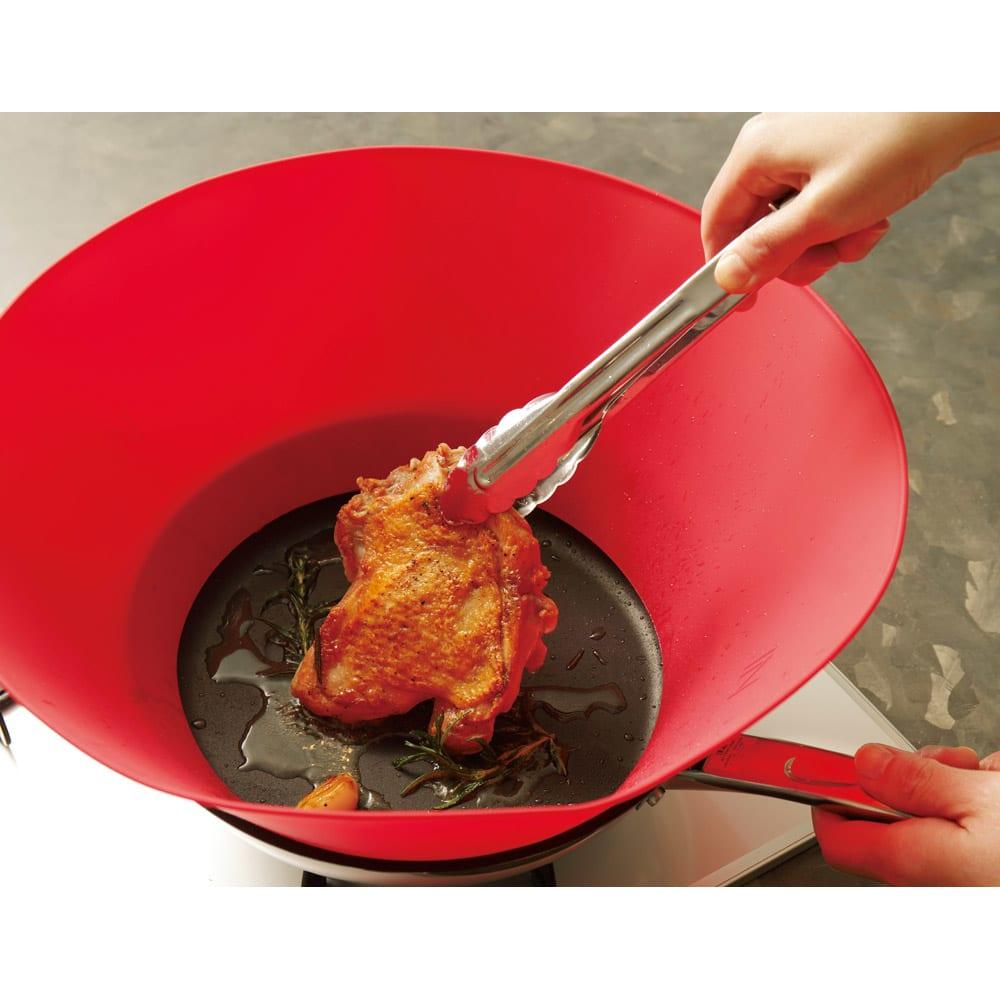 フライウォール 油はねガード フライパン直径24cm用 (ア)レッド 【焼く】 油がはねまくるチキンソテーも楽勝