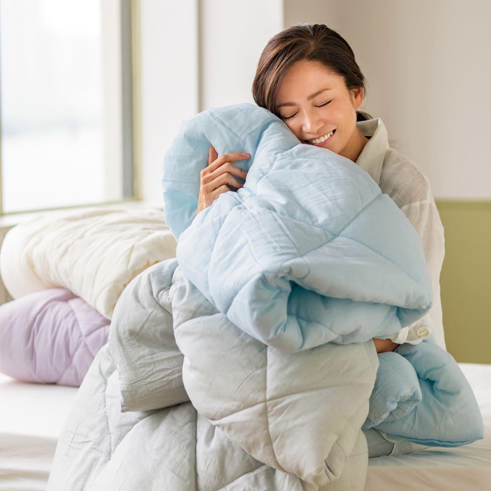 テンセルTM&ガーゼ寝具シリーズ ふわふわコンフォーター 色が選べるお得なシングル2枚組 (ア)生成り (イ)ブルー (ウ)ロゼラベンダー (エ)グレー 「ふわふわで、軽くて、肌触りがよくて。春先も初夏も盛夏も秋も、ずっと手放せない感じです」