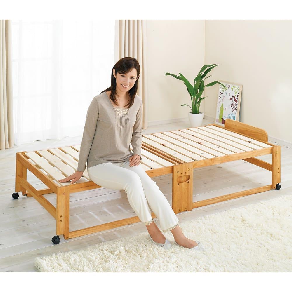 折りたたみ式ひのきすのこベッド ワイドシングルハイ 折りたたみベッドながら、立ち座りのしやすい高さが嬉しい。床面まで高さ37cm。 (ア)ライトブラウン シングルハイ